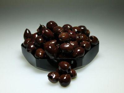 Zwarte zongedroogde olijven